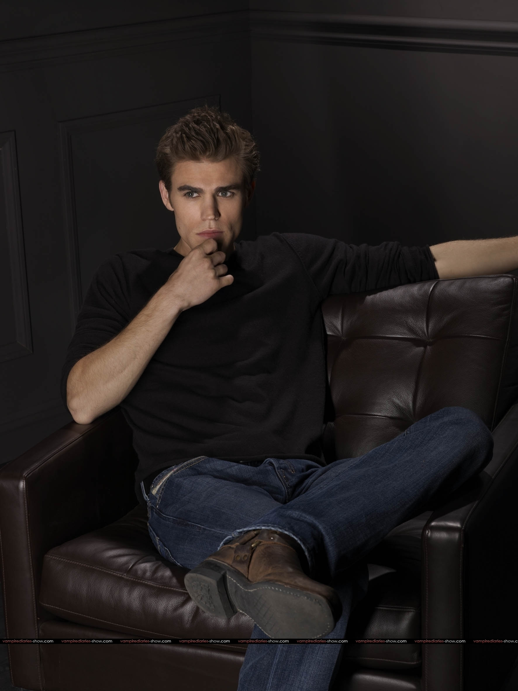 http://razipic.persiangig.com/image/Promo-photoshoot-paul-wesley-10008655-1772-2362.jpg